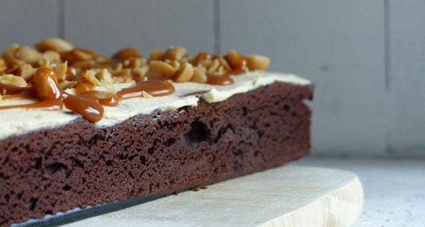 brownies mit frischk se karamell erdnuss topping sch n muss es sein. Black Bedroom Furniture Sets. Home Design Ideas